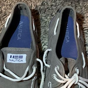 Náutica Shoes kids  gray color SZ  3